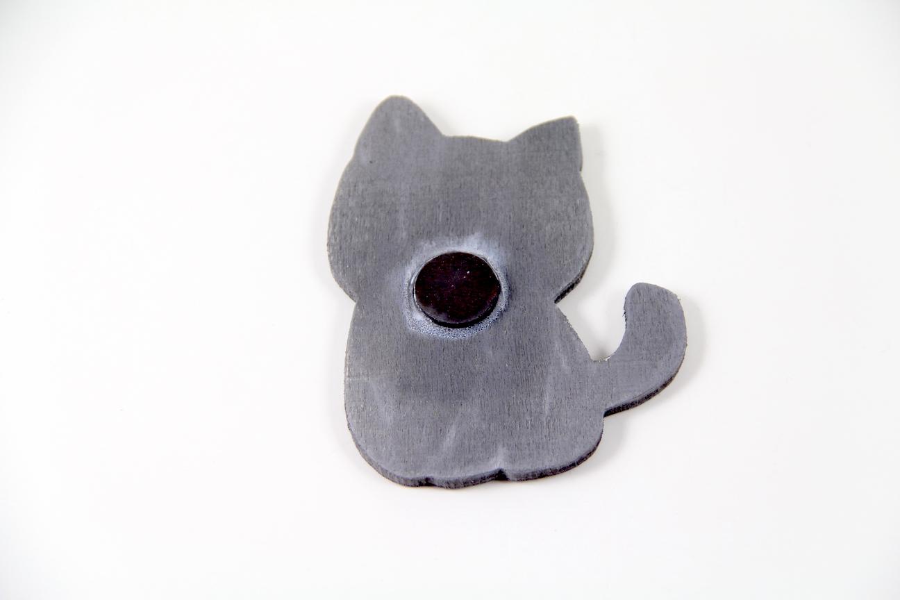 Uslu Kedili El Boyaması Ahşap Magnet