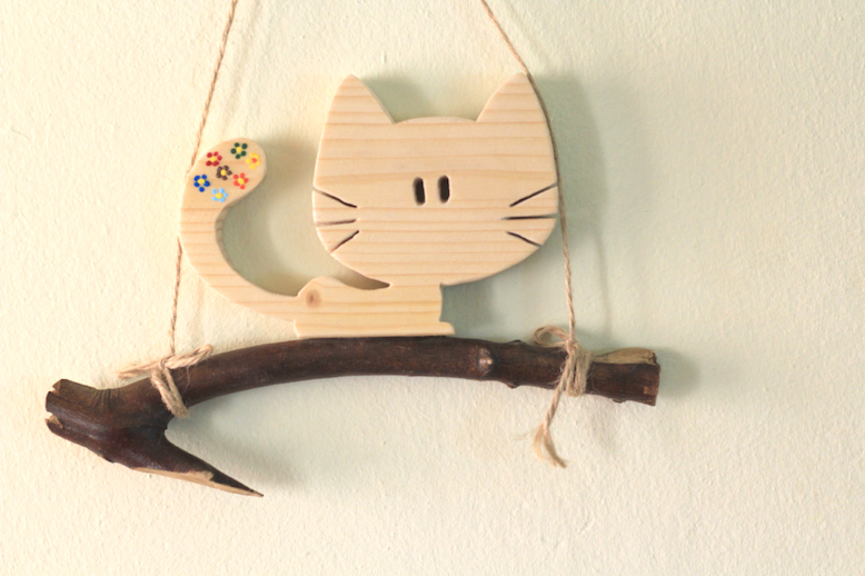 Daldaki Çiçekli Kedi Ahşap Süs